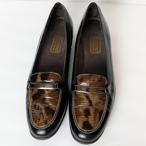 Munro American Snakeskin Loafers Size 9